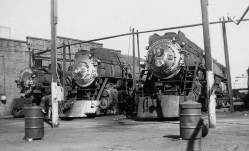 Steam locomotives at the roundhouse. Courtesy www.wx4.org.